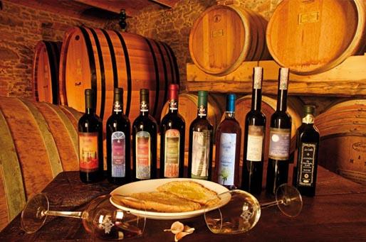 Tavolo con i prodotti per la degustazione vini maremmani
